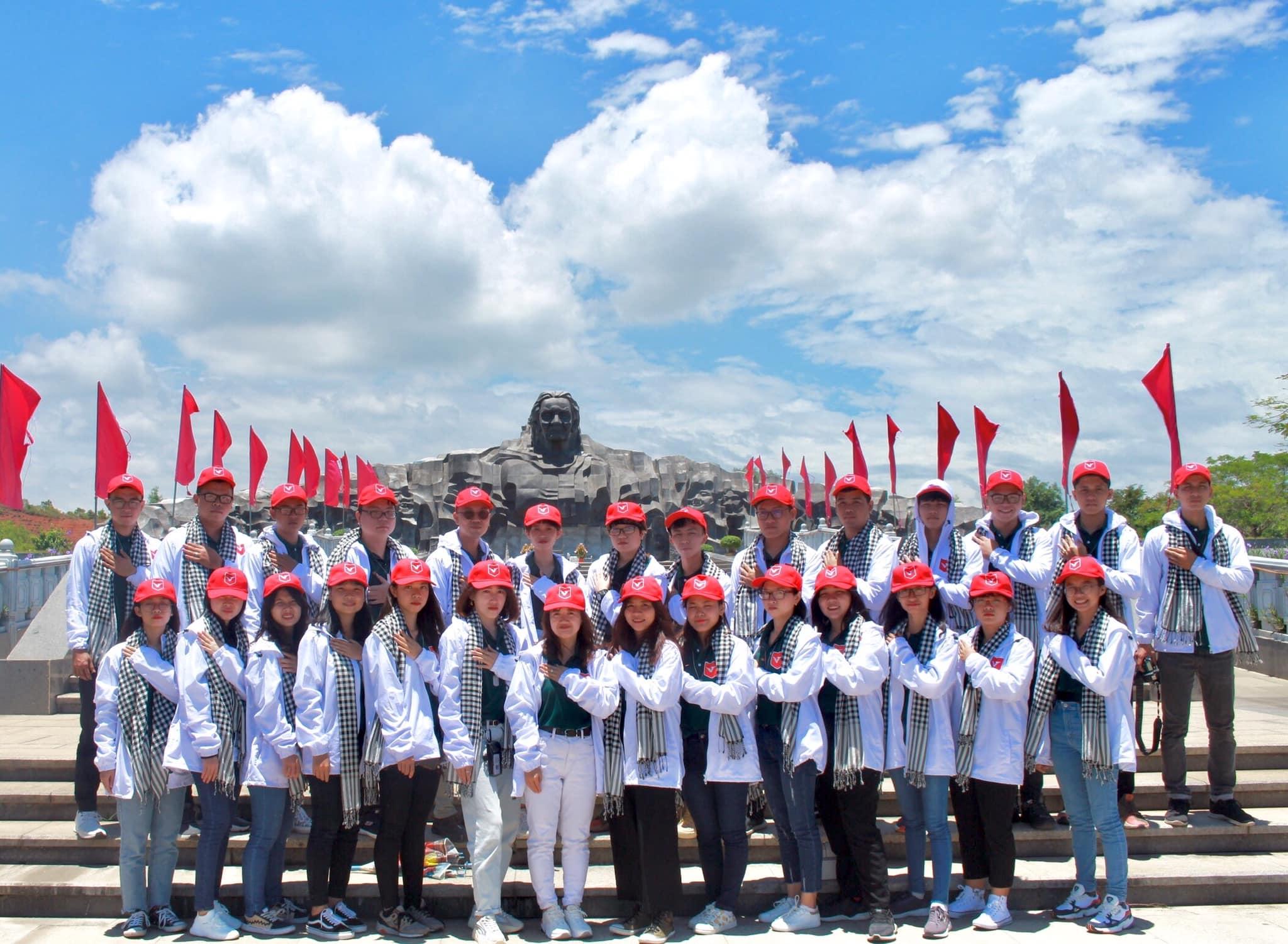 vlu hanh trinh tham den hung 2019 e