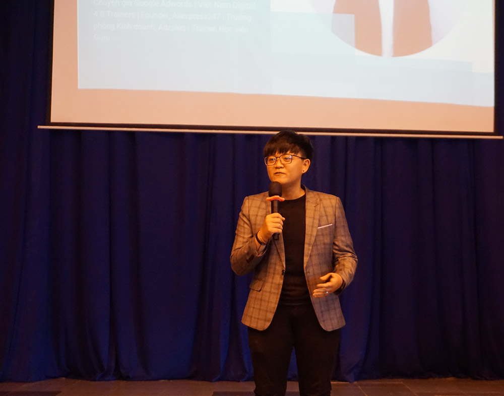 ĐH Van Lang sv pr cung google tim hieu digital 4.0 2