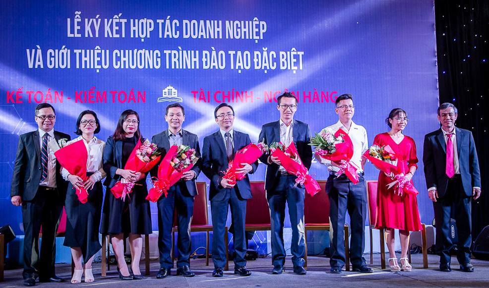 chuong trinh dac biet 002