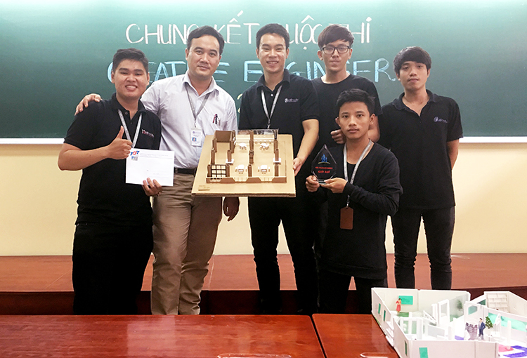 DH van lang cuoc thi Creative Engineers 2017